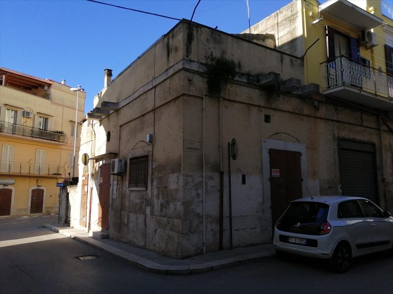 VENDESI LOCALE P.TERRA CON AREE EDIFICABILI – Via Don Minzoni